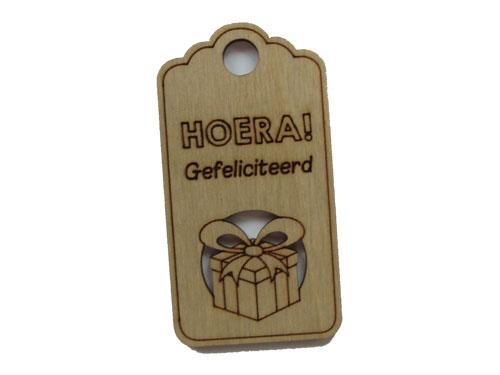 houten label hoera gefeliciteerd